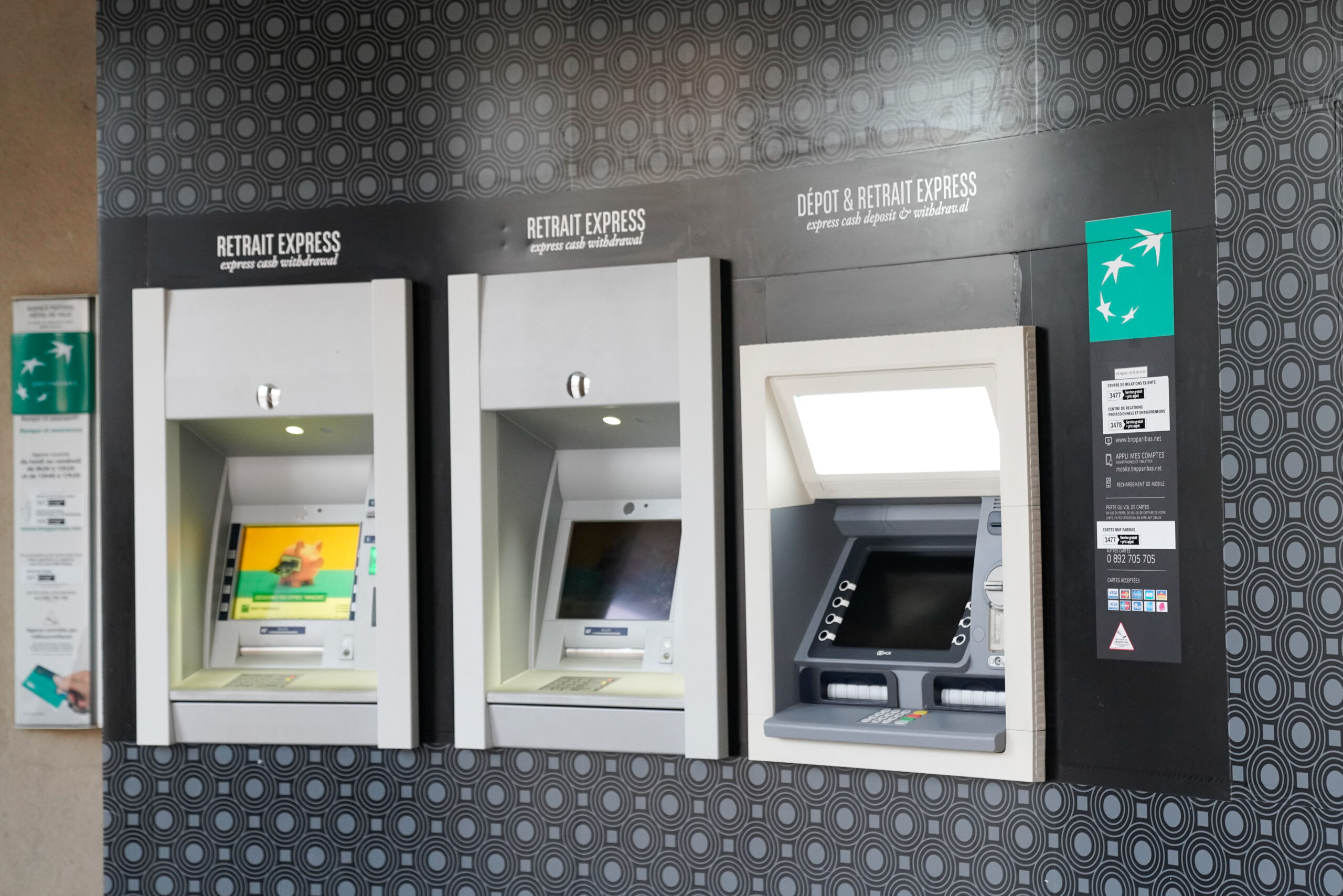 Bank Paris Frankrike minibank ta ut penger valuta ATM