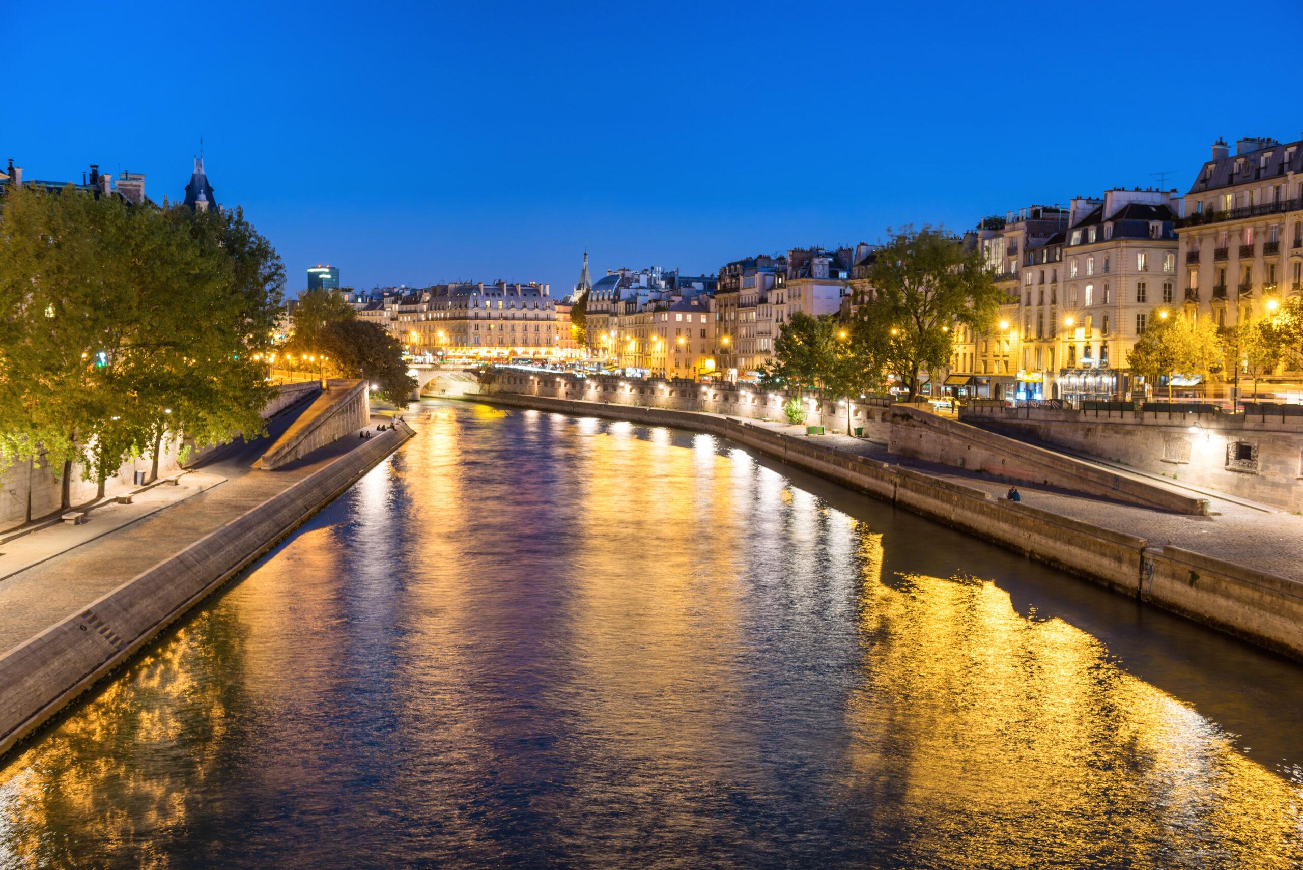 Seinen elvecruise kvelden middagscruise lunsjcruise med mat drikke Paris