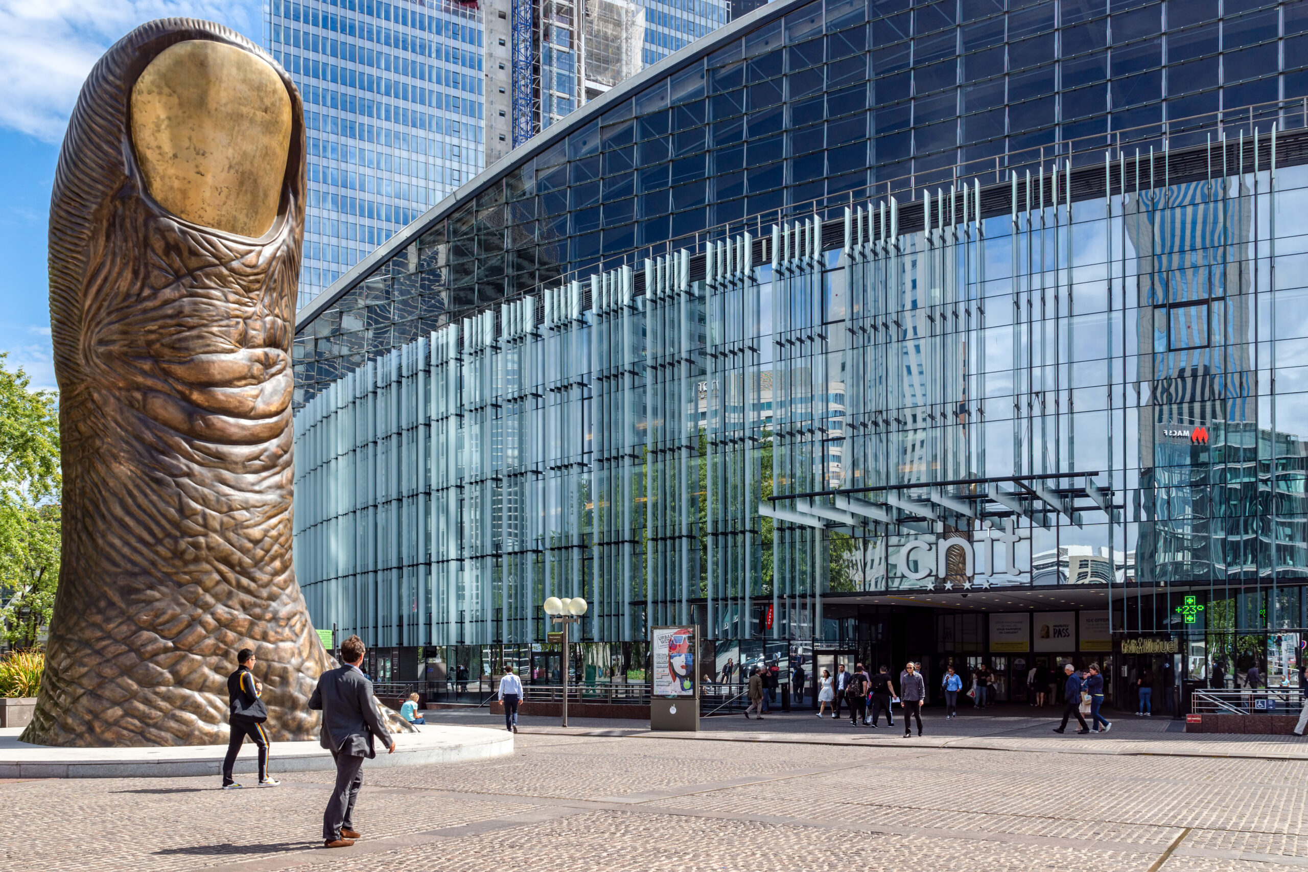 Cesar Baldaccini Thumb tommel Paris La defense distrikt kunst shopping