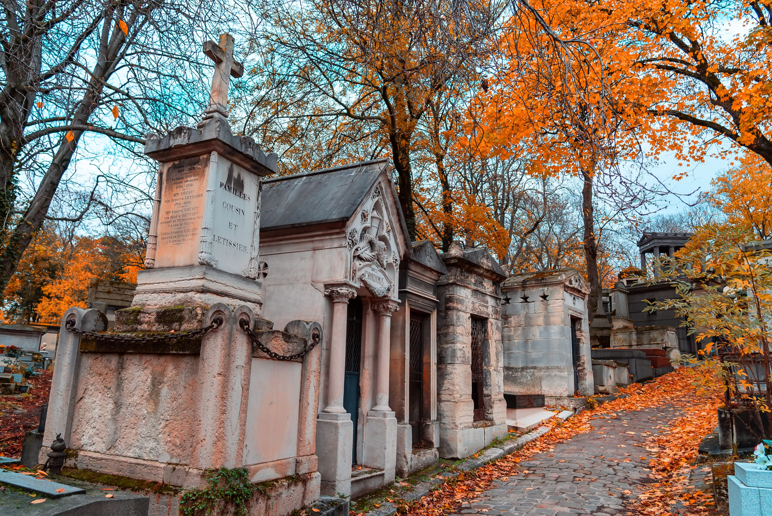 Kirkegarden Pere Lachaise Paris host farger monument grav