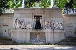 Kirkegarden Pere Lachaise Paris sommer skulpturer monument grav