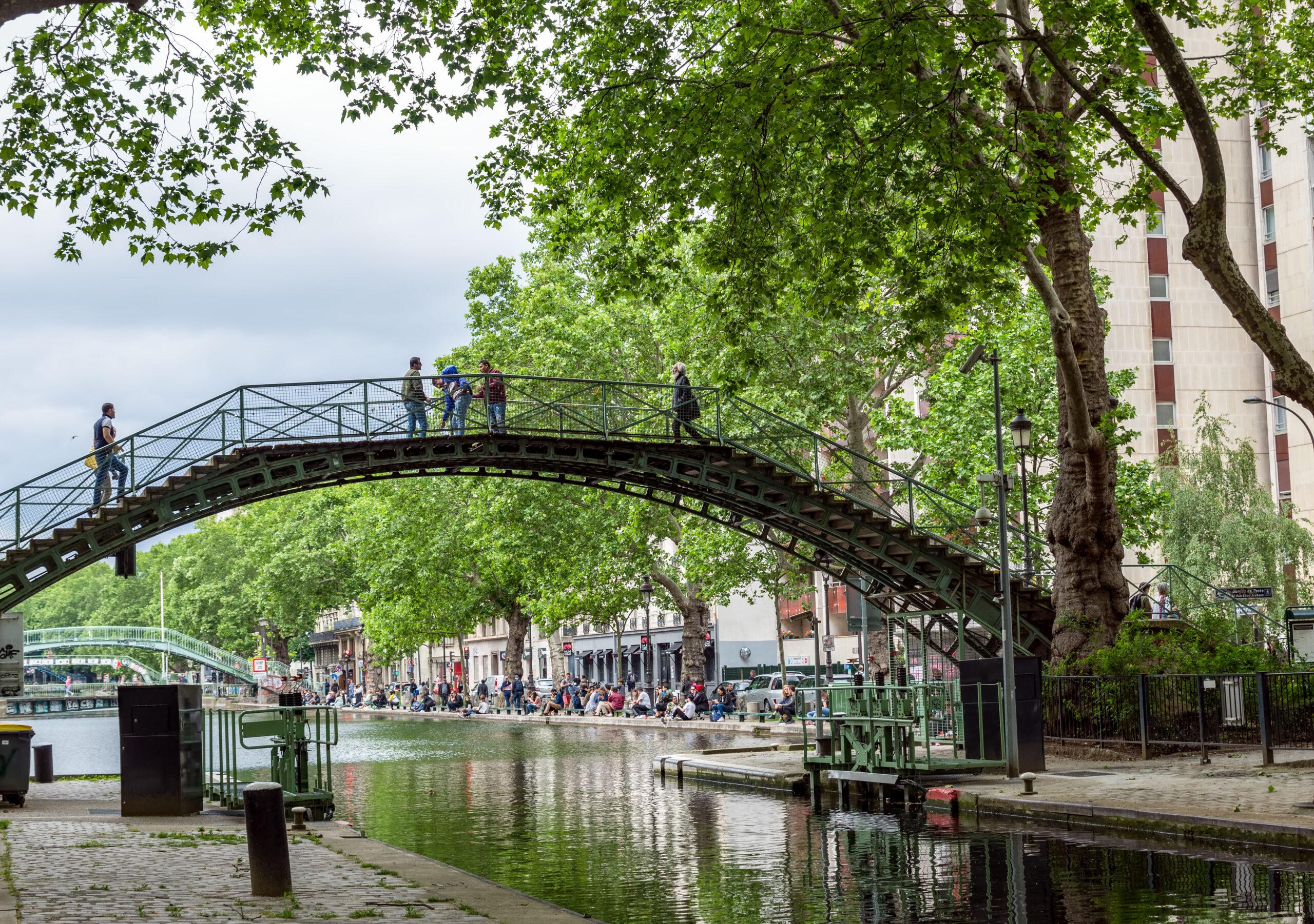 Canal Saint Martin Paris attraksjon gatur elvekanal kanal kjent severdighet