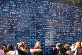 Kjaerlighetsvegg Paris kunstner hvor kan du se