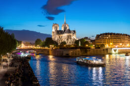 elvecruise battur elv nattcruise Seinen Paris Frankrike