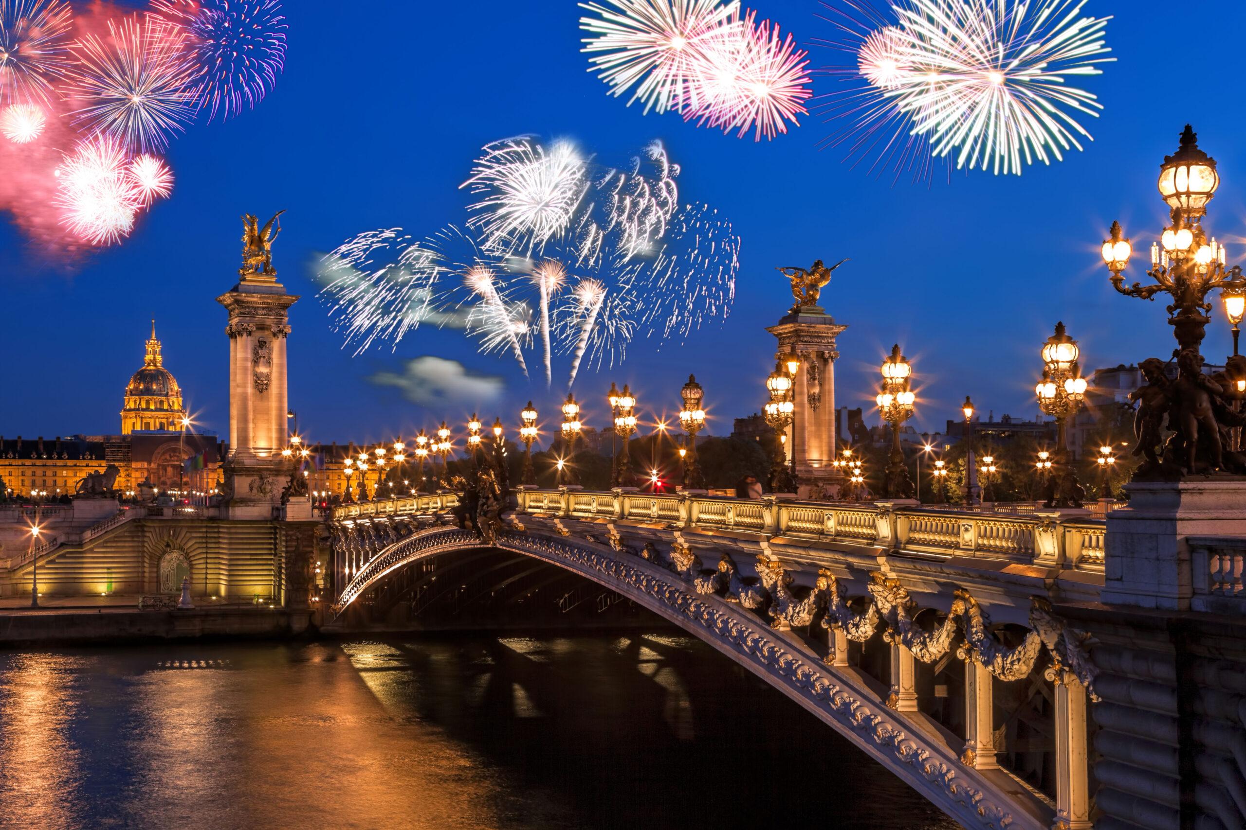 nyttarsaften Paris Frankrike fyrverkeri feiring