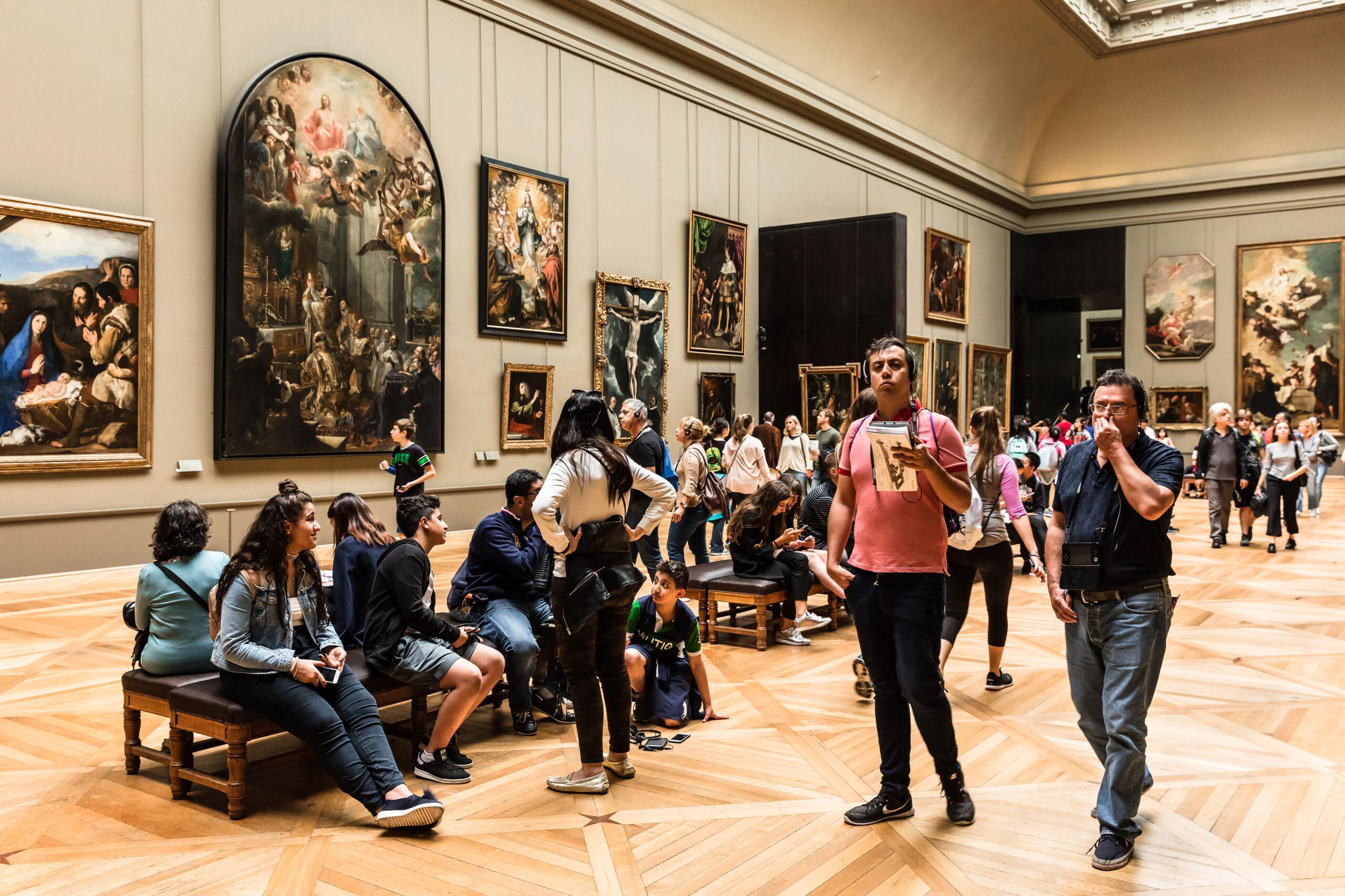 Louvre museum kunst innsiden Paris