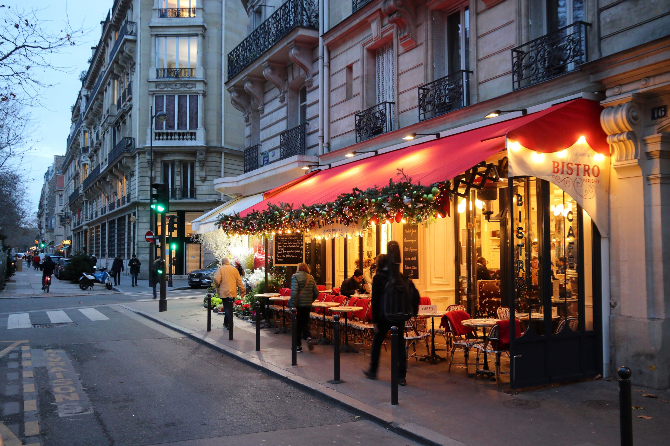 kleskode pakkeliste klaer Paris Frankrike
